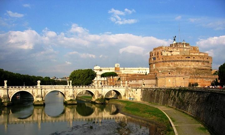 Castel Sant Angelo kalesi üzerindeki köprü