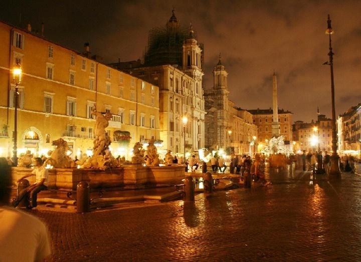 Piazza Navona meydanı gece fotoğrafı - piazza navona meydanına ulaşım
