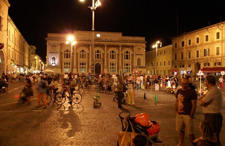 Piazza del Popolo meydanına ulaşım - romada gezilecek yerler