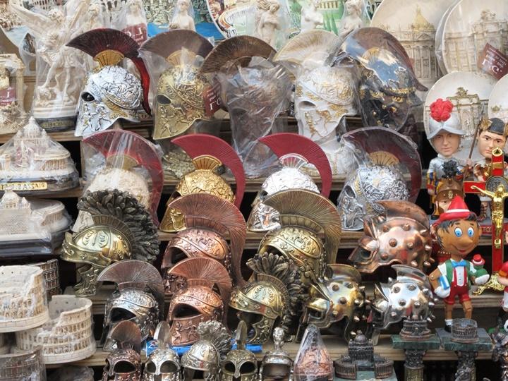 Roma da hediyelik gladyatör maketleri