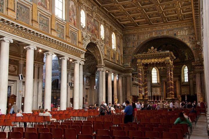 Santa Maria Maggiore kilisesinin iç süslemeleri
