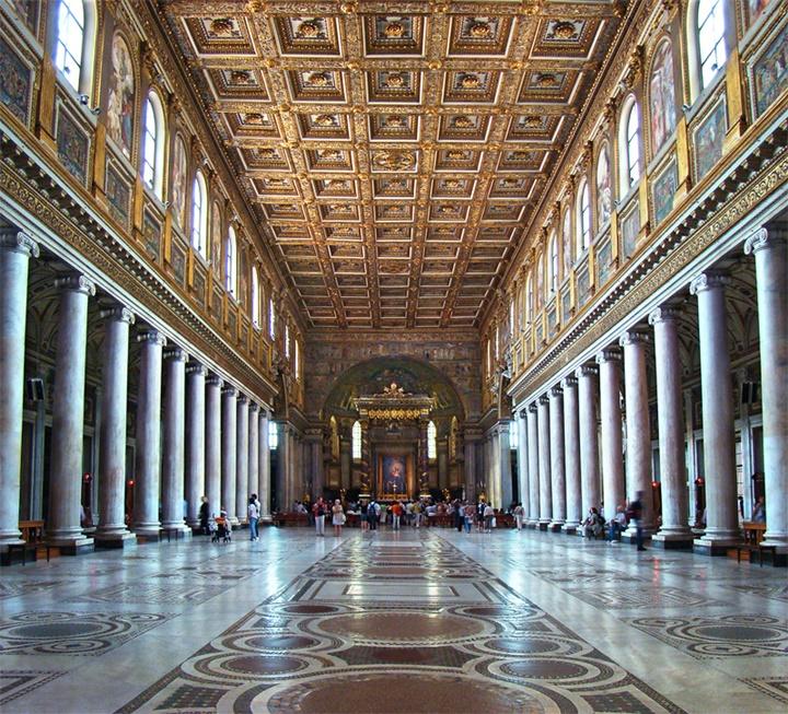 Santa Maria Maggiore kilisesinin içi