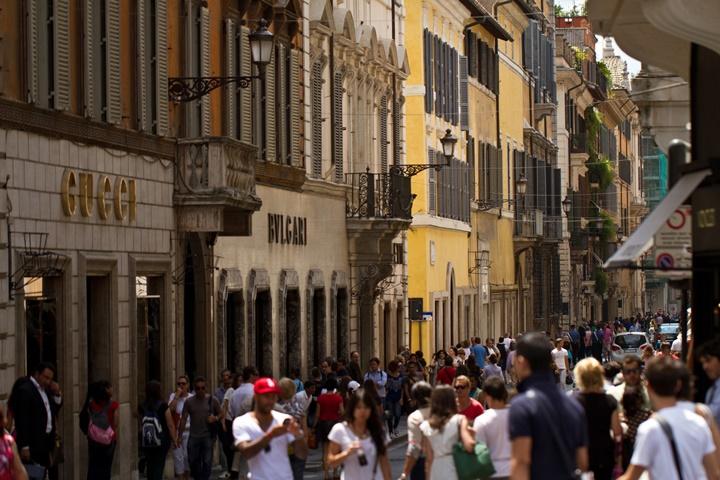 Via Condotti Caddesi - Romada alışveriş