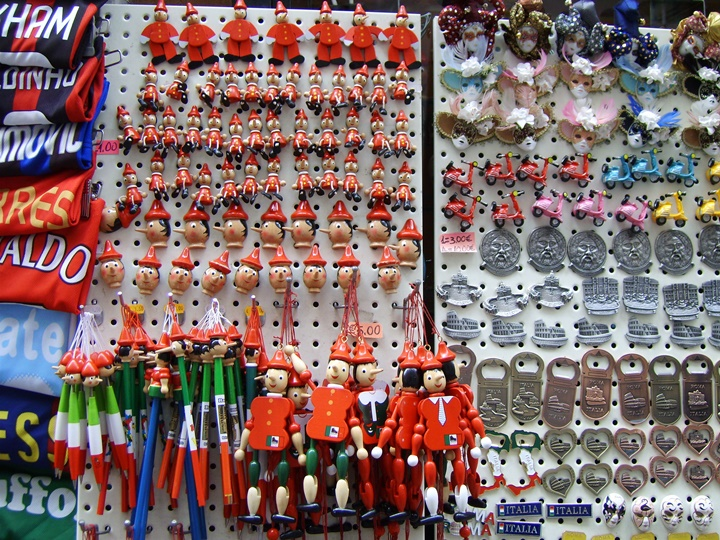 romada hediyelik eşyalar - Pinokyo maketleri