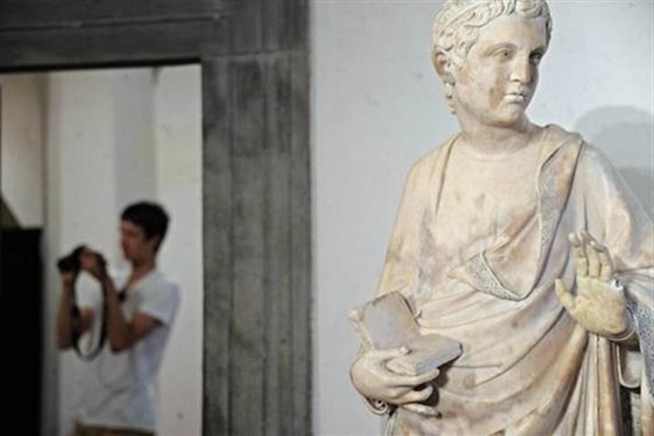 Floransa Dell'Opera Del Duomo Müzesindeki meryem ana heykeli
