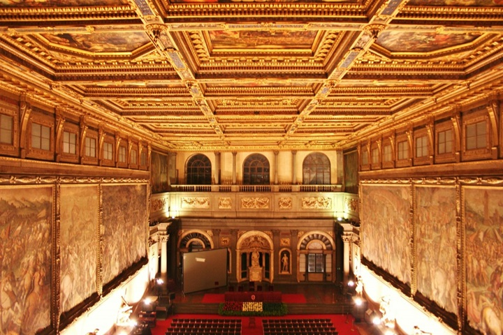 Floransa Palazzo Vecchio Belediye Sarayının içindeki eserler