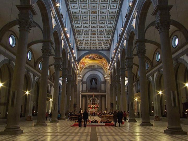 Floransa San Lorenzo Bazilikasının içi - floransanın önemli kiliseleri