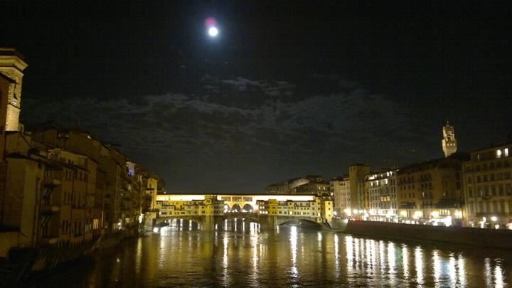 Floransa Vasari Corridorun gece görüntüsü - floransada gezilecek ilginç yerler