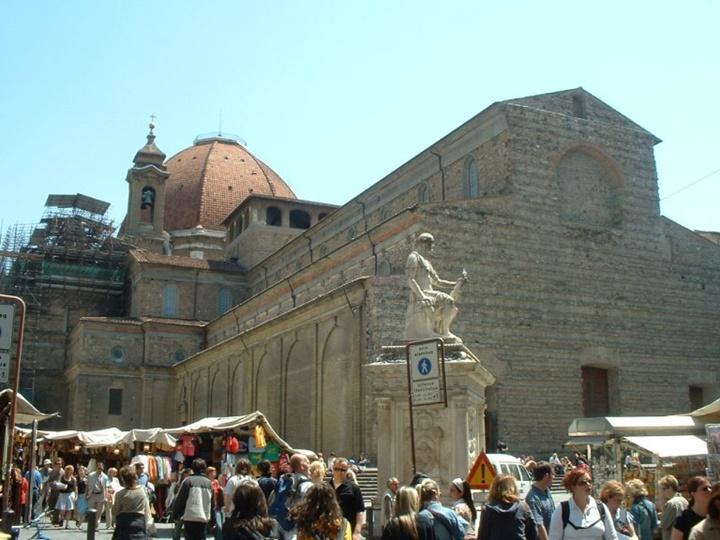 Floransanın önemli yapıları - Floransa San Lorenzo Bazilikası