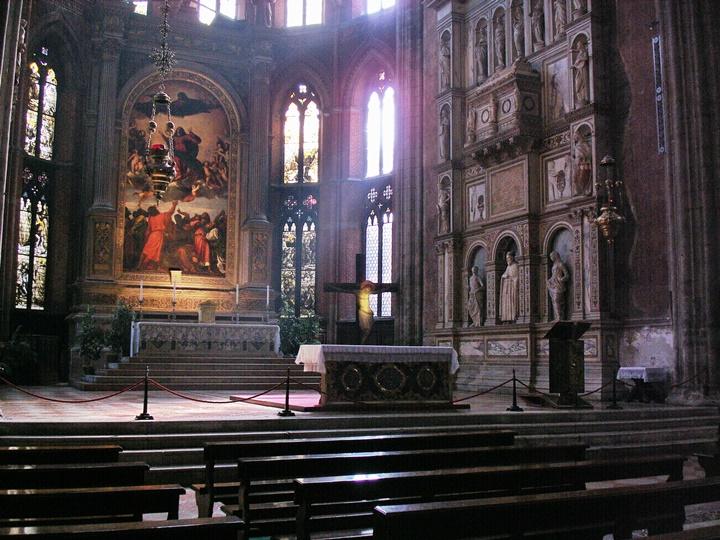 Venedik-Frari-Santa-Maria-Gloriosa-bazilikası-venedikte-yer-alan-önemli-baziliklar.jpg