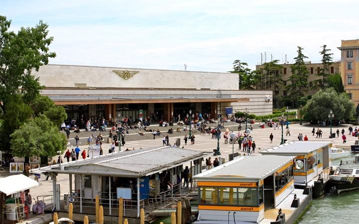 Venedik Santa Lucia tren istasyonu - venedikte trenle ulaşım