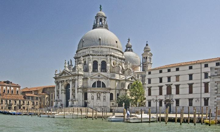 Venedik Santa Maria Della Salute kilisesinin içindeki eserler
