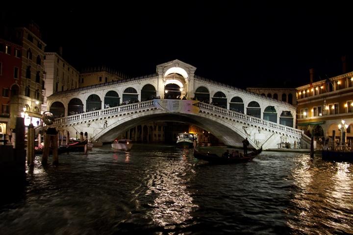 rialto köprüsünün gece resimleri