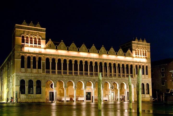 venedik Fondaco Dei Turchi sarayının gece fotoğrafı - Venedik türk sarayının gece fotoğrafı