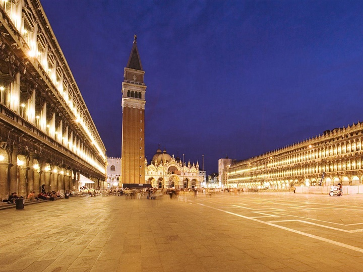 venedik san marco meydanı gece ışıklandırması
