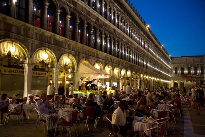 veneikte gece hayatı - Venedik san marco meydanı