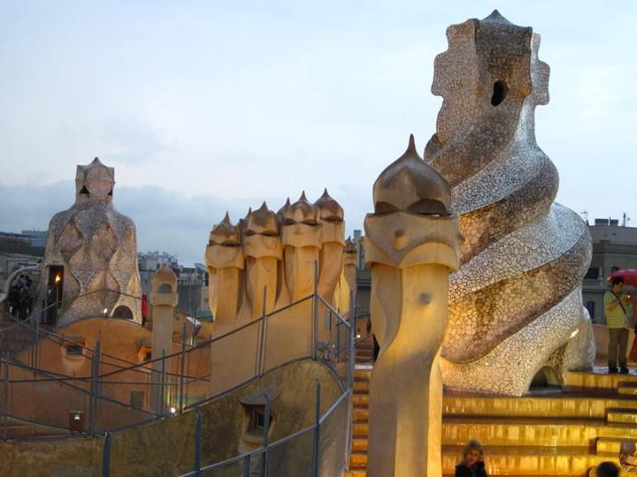 Barcelona Casa Mila'da yer alan bacalar