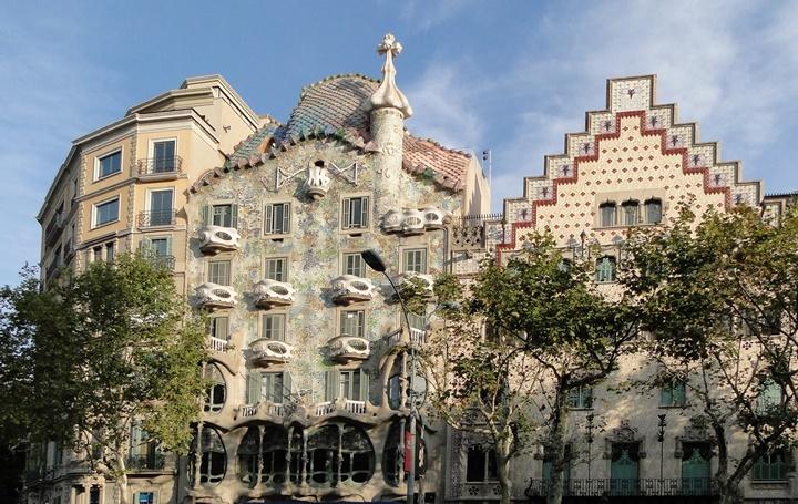 Barcelona Passeig De Gracia Caddesinde yer alan önemli yapılar