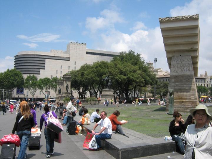 Barcelona Plaçe de Catalunya Meydanında yer alan heykeller