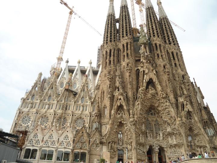 Barcelonada yer alan gezilecek yerler - Barcelona Sagrada Familia Kilisesi fotografları