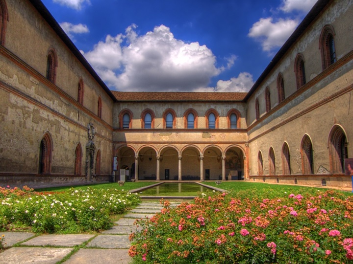 Milano Castello Sforzesco Kalesinin içi - Milano Castello Sforzesco Kalesinin avlusu