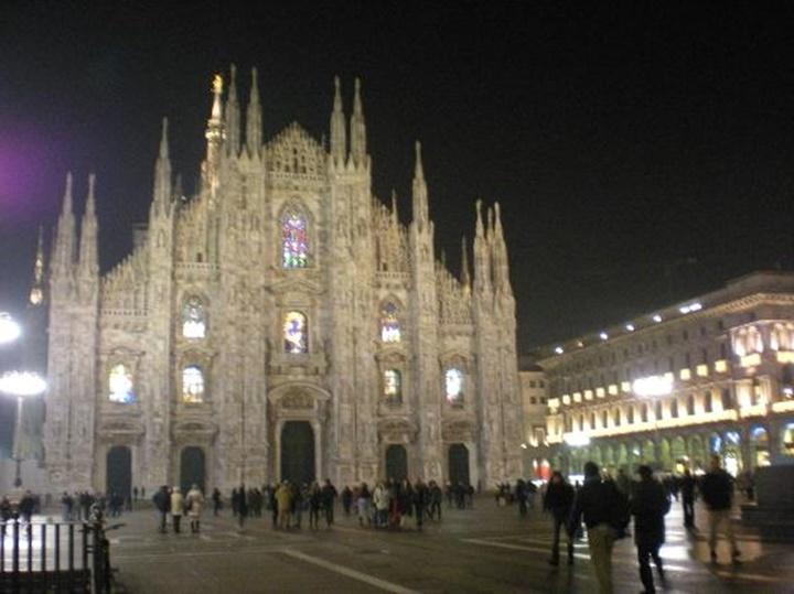 Milano Duomo Meydanı gece görüntüsü - milanoda gezilecek yerler