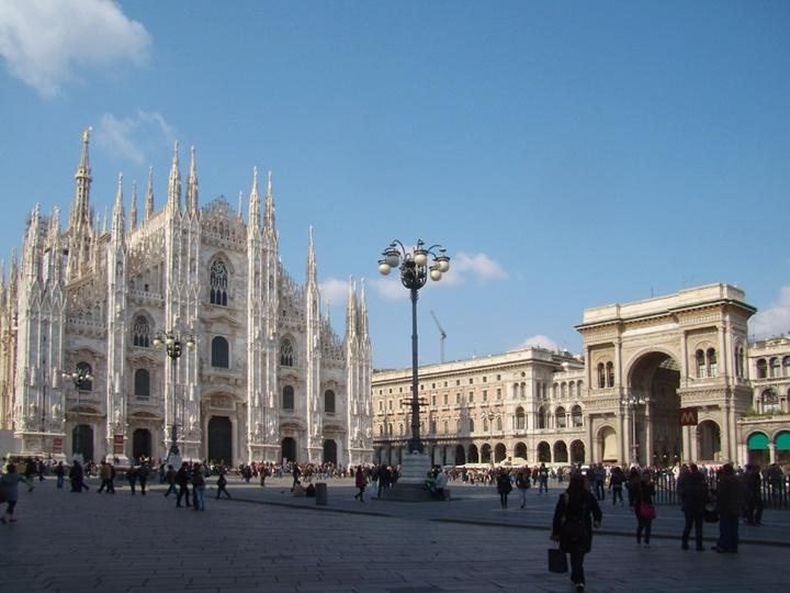 Milano-Piazza-del-duomo-del-duomo-meydanı