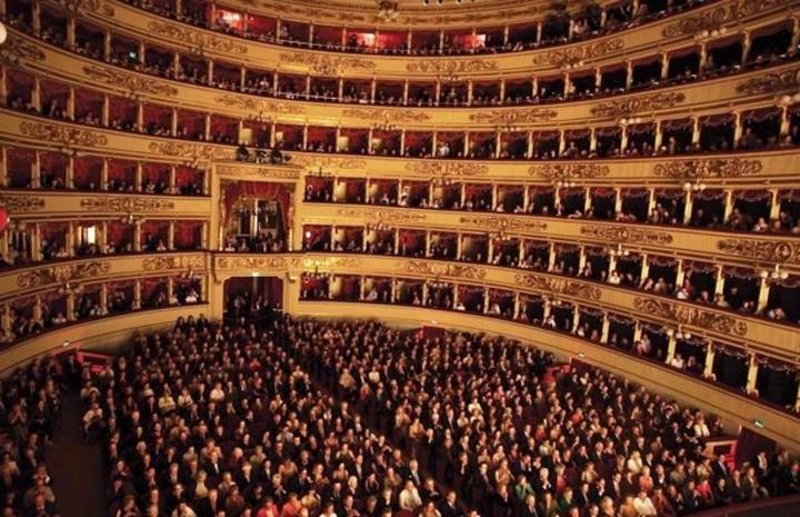 Milanoda-gezilecek-yerler-Milano-La-Scala-tiyatro-müzesi