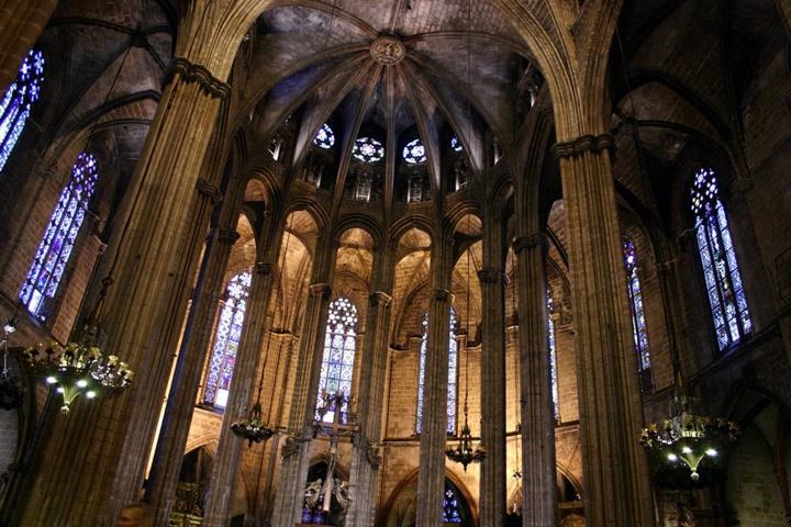 barcelona katedralinin içi
