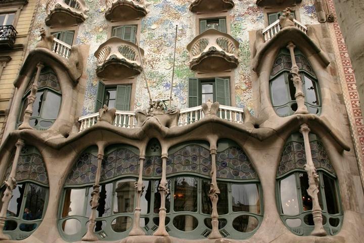 barcelonada gezilecek farklı binalar - Barcelona Casa Batlloya giriş ücretli mi