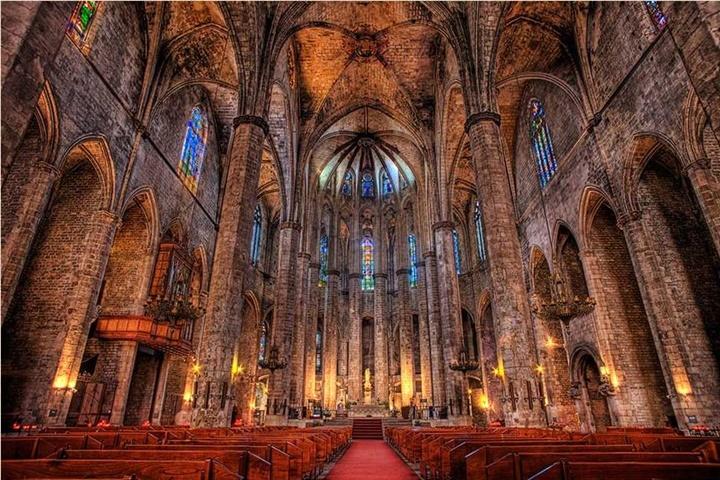 barcelonada gezilecek kilise ve katedraller - barcelona katedralinin içi