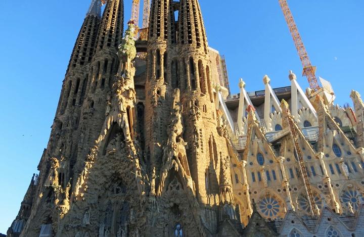 barcelonada gezilecek kiliseler - Barcelona Sagrada Familia Kilisesi içinde yer alan eserler