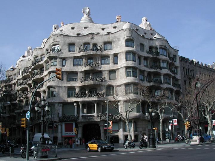 barcelonada-gezilecek-yapılar-Barcelona-Casa-Milanın-balkonları.jpg