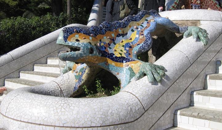 barcelonada gezilecek yapılar - Barcelona Park Güellde yer alan dragon şeklindeki kertenkele