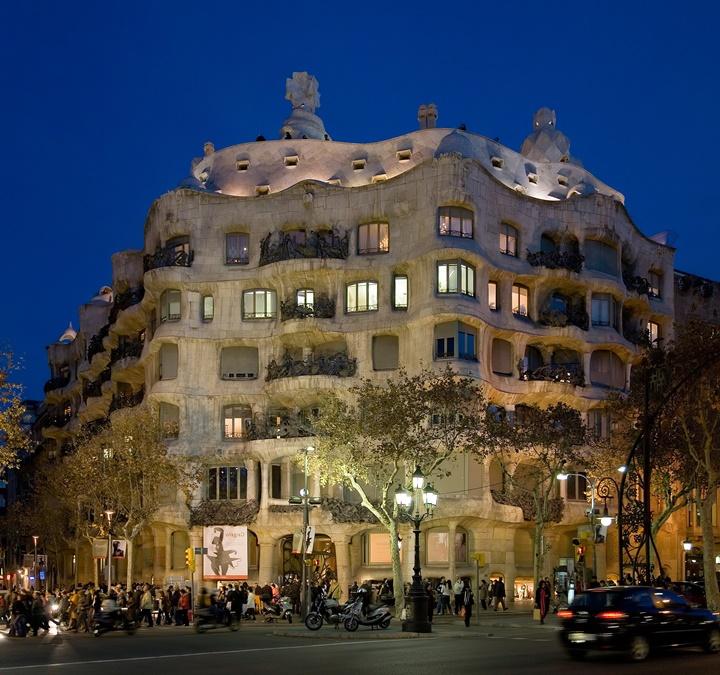 barcelonada gezilecek yerler - Barcelona Casa Mila binası