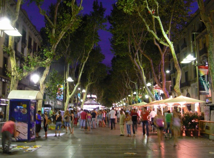 barcelonada gezilecek yerler - Barcelona La Rambla caddesi