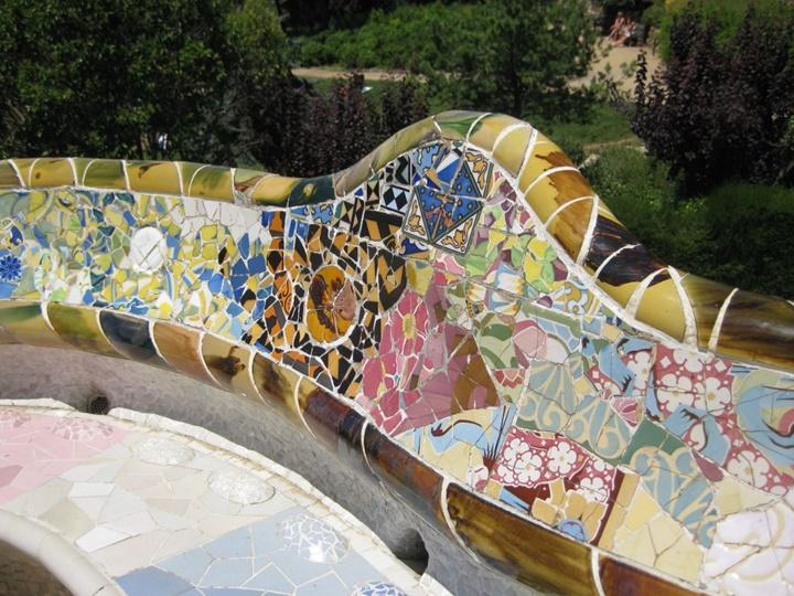 barcelonada gezilecek yerler - Barcelona Park Güellde gauidnin yaptığı kısımlar