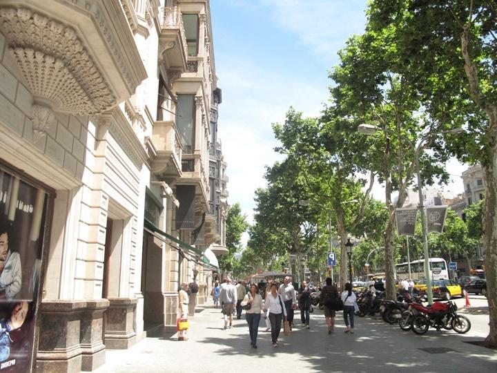 barcelonada gezilecek yerler - Barcelona Passeig De Gracia Caddesi
