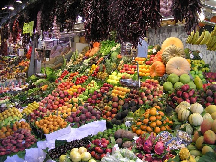 barcelonada-gezilecek-yerler-barcelonada-yer-alan-pazarlar-Barcelona-La-Boqueria-pazarı.jpg