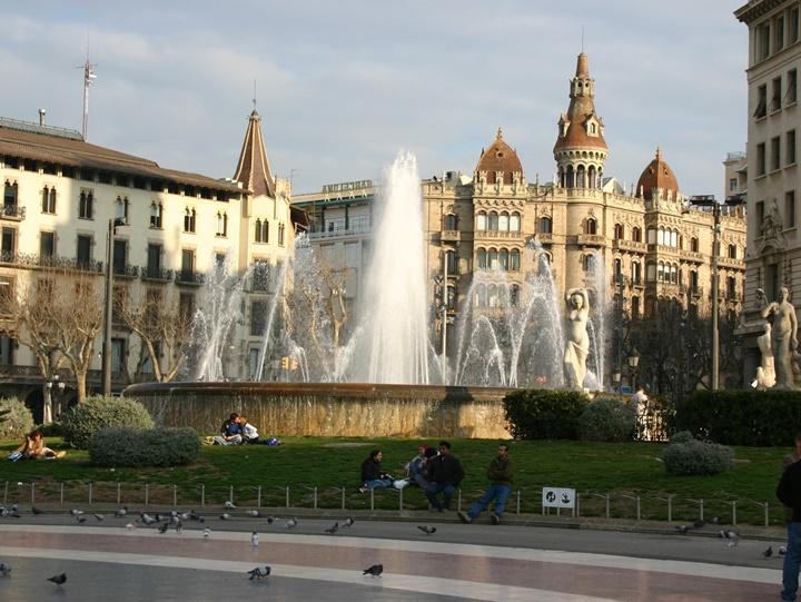 barcelonada gezilecek yerler - barcelonanın güzellikleri - Barcelona Plaçe de Catalunya meydanı