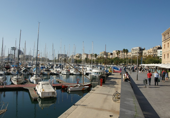 barcelonanın-gezilecek-en-güzel-yerleri-Barcelona-Port-Vell-Limanı.
