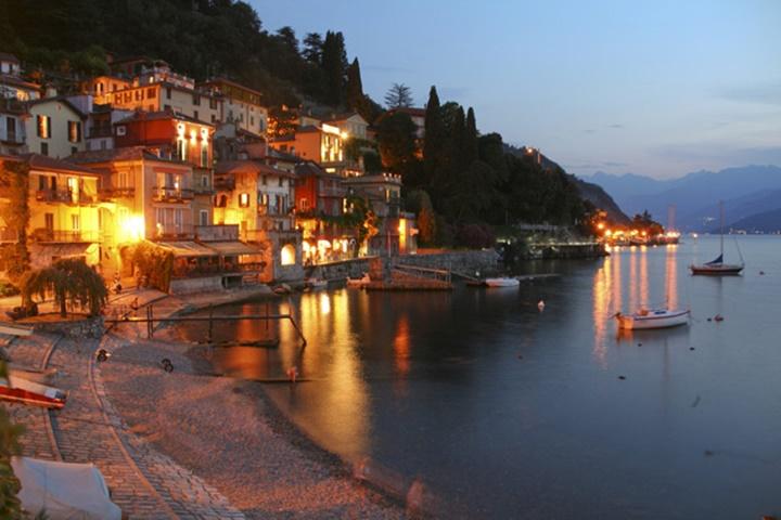 como gölünün gece görüntüsü