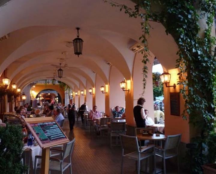 como gölünde güzel kafe ve restaurantlar - Como Gölü Bellagio Kasabasında restaurant ve kafeler