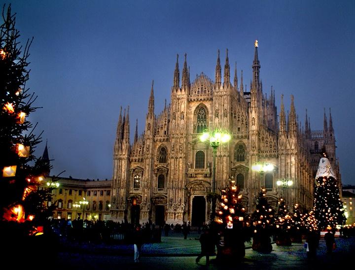 duomo katedralinin fotoğrafları- milanoda şehir içi ulaşım