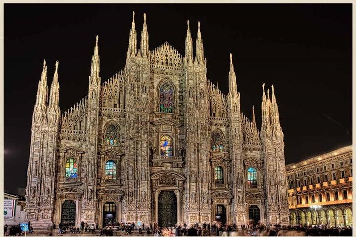 duomo katedralinin gece fotoğrafı