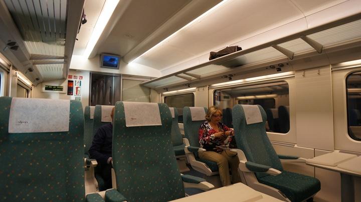 barcelona madrid arası tren ulaşımı - Barcelona combinado treninin içi