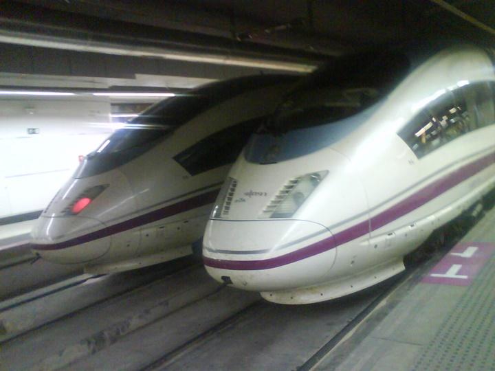 barcelona ulaşım rehberi - barcelonaya trenle ulaşım