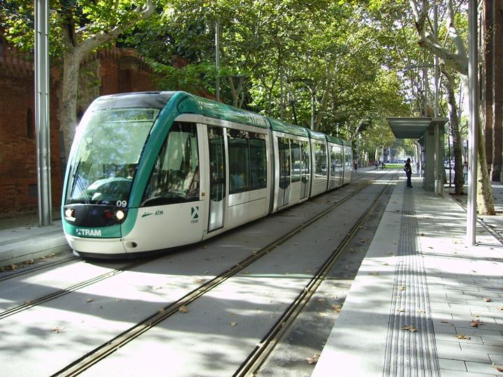 barcelonada-ulaşım-Barcelonada-tramvay-ile-ulaşım.jpg