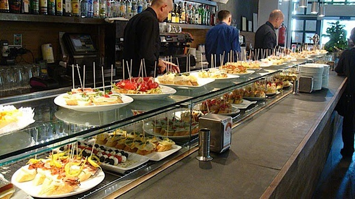 barcelonanın en ünlü tapas barı - Bilbao berria tapas bar