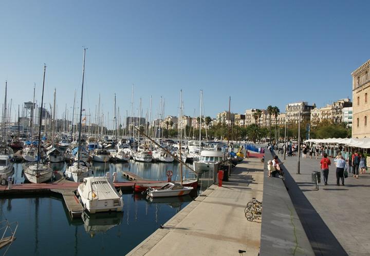 barcelonanın-en-güzel-noktaları-Barcelona-Port-Vell-Limanı.jpg